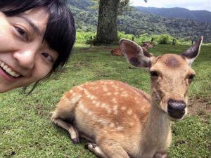 鹿さんと一緒にセルフィした写真