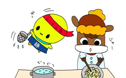 ぴよっきーとうーちゃんがラーメンを作っています。うーちゃんは野菜をいためています。ぴよっきーは湯切りをしています。